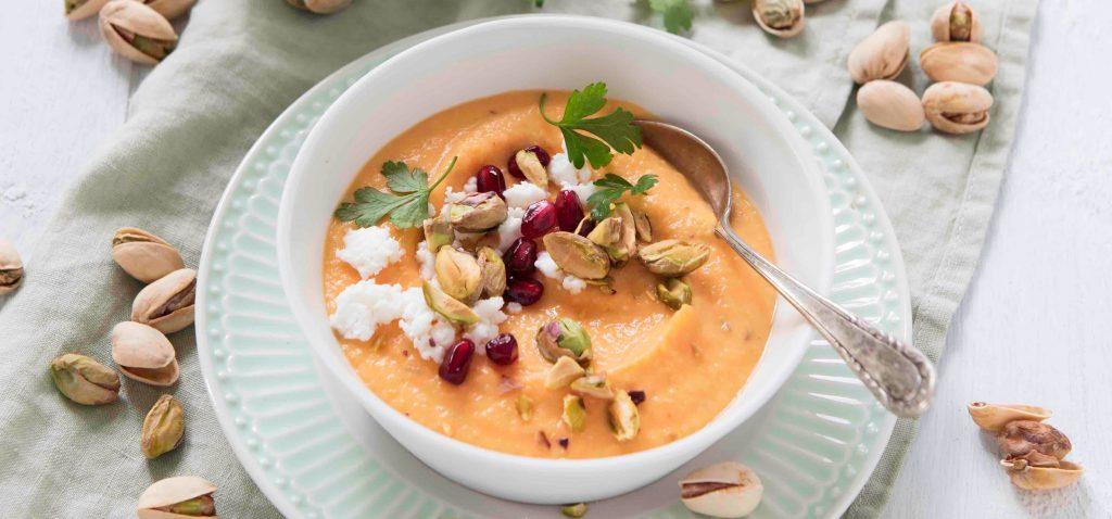 APG Karotten-Süßkartoffel-Joghurt mit Feta, Granatapfel und Pistazien